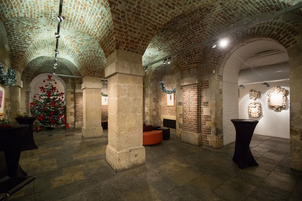 Test shot with Canon 16-35 f4 L IS in the crypt of St Martin-in-the-Fields